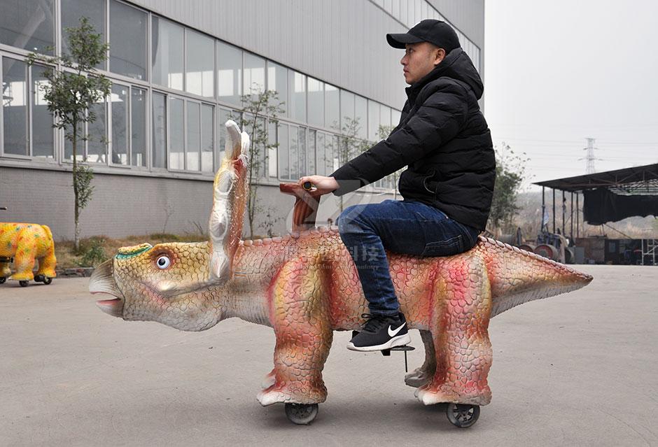 儿童恐龙车,恐龙主题车,电动恐龙车