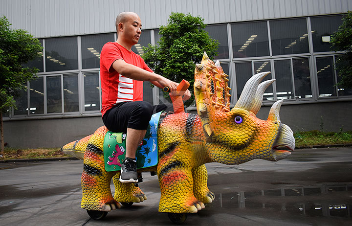 广场恐龙电瓶车