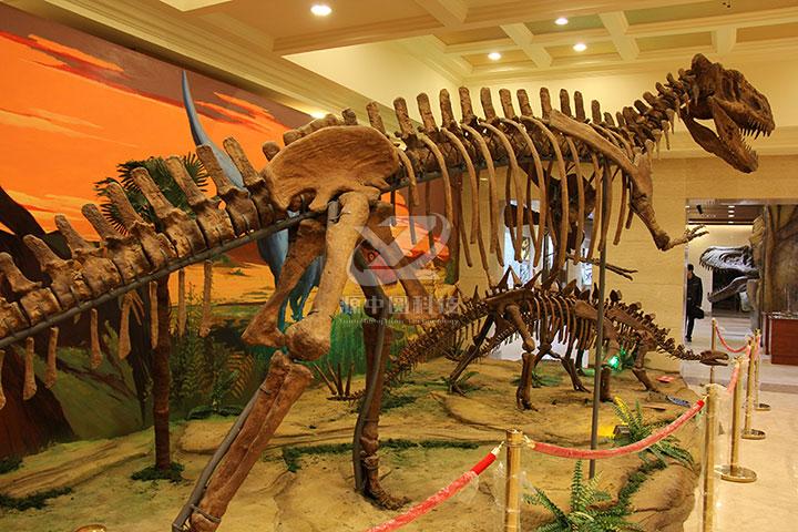 恐龙骨架雕塑